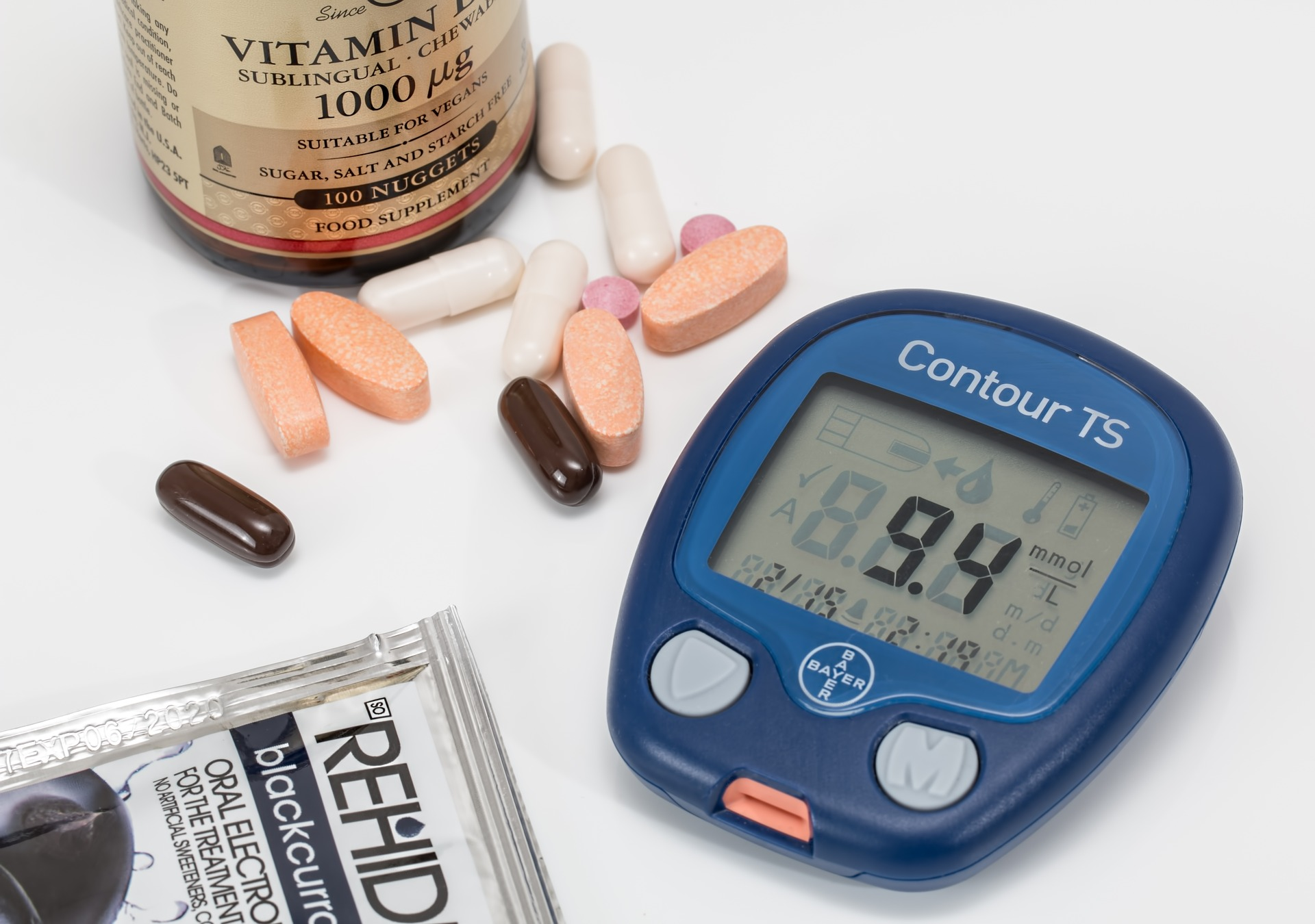 Drugs and a device used for diabetes maintenance